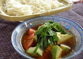 アボガドとトマトのそうめん〜麺つゆVer